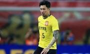 Nhà vô địch Trung Quốc phạt HLV vì dán băng dính lên áo cầu thủ