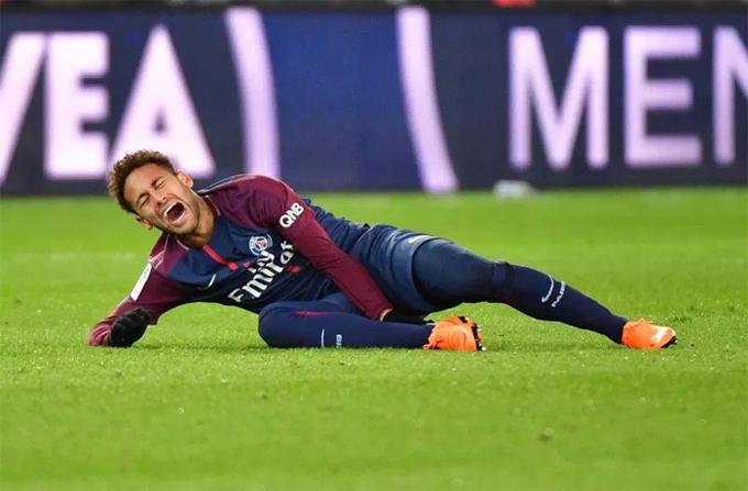 Ronaldo béo trao danh hiệu Ligue 1 cho Neymar