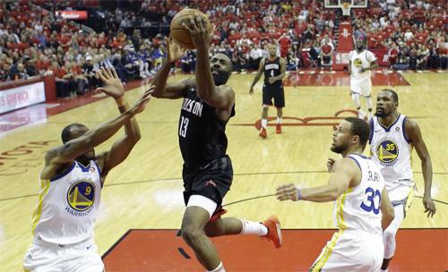 Rockets thắng đậm Warriors, cân bằng tỷ số chung kết miền Tây NBA - ảnh 1