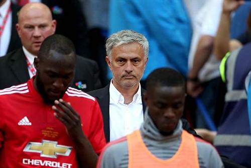 Mourinho không phục chiến thắng của Chelsea tối 19/5. Ảnh: PA.