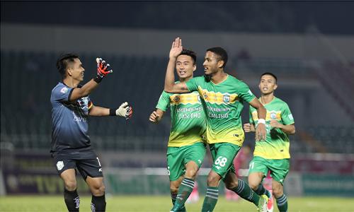 Wander Luiz (68) ghi hai bàn đẹp mắt giúp đội khách giành ba điểm trước chủ nhà Sài Gòn FC. Ảnh: Đức Đồng.