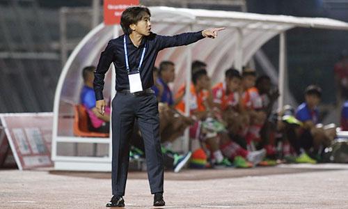 HLV Miura đang gặp khó với mục tiêu lọt vào top 3 ở V-League 2018. Ảnh: Đức Đồng