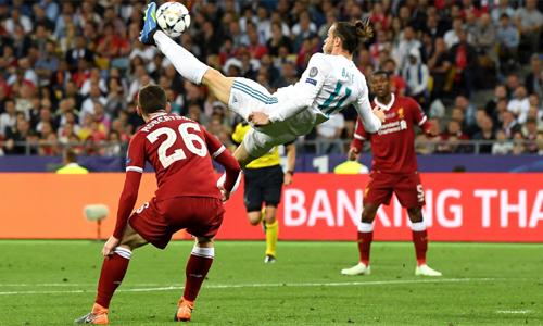 Pha tung người móc bóng ghi bàn của Bale. Ảnh: AFP.