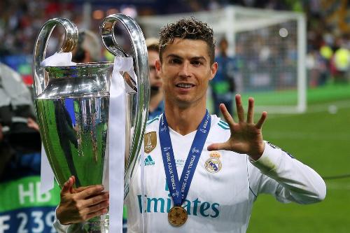 Ronaldo ăn mừng danh hiệu Champions League thứ năm trong sự nghiệp. Ảnh: Reuters.