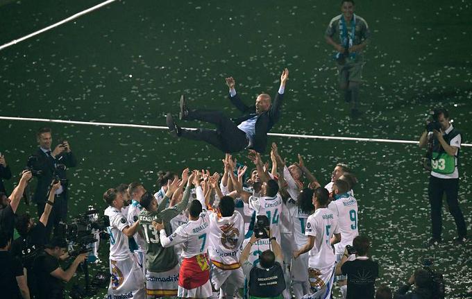 Real diễu hành mừng chiếc Cup Champions League thứ 13
