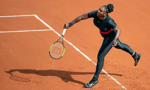Serena trong trang phục giống như nữ hoàng Wakanda. Ảnh: REX.