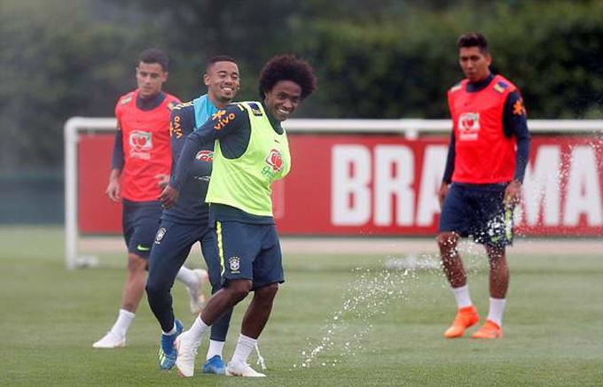 Neymar đau lại ở chân mới bình phục