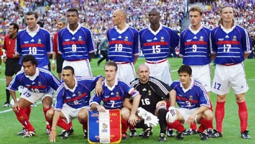 Deschamps và Zidane trong đội hình Pháp vô địch World Cup 1998 và Euro 2000. Ảnh: Reuters.