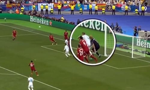 Không chỉ Salah, Ramos còn làm Karius rối loạn thị giác trong trận chung kết