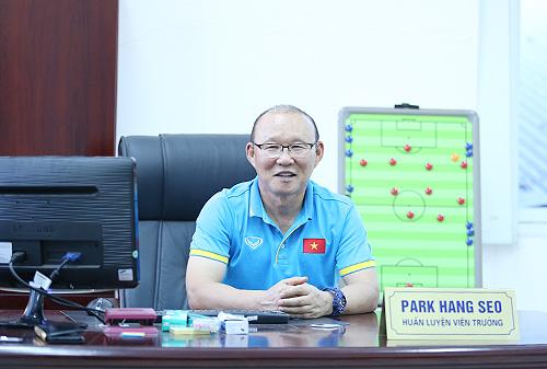 HLV Park Hang-seo tiết lộ sự vui tính của ông là bí quyết tạo ra sự đoàn kết trong đội. Ảnh: Lâm Thỏa