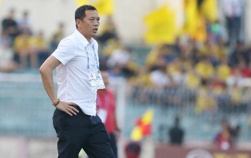 HLV Đức Thắng thông cảm cho những khó khăn của Ban tổ chức vì muốn tập trung cho các đội tuyển quốc gia nhưng ông vẫn muốn V-League có thời gian ngưng nghỉ. Ảnh: Đức Đồng.
