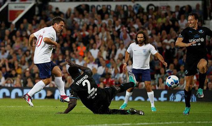 Cantona trở lại Old Trafford, làm đồng đội với Usain Bolt