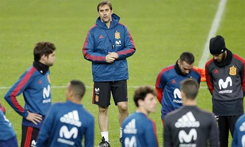 HLV Lopetegui bị sa thải chỉ hai ngày trước trận đầu ở World Cup gặp Bồ Đào Nha. Ảnh: EPA.