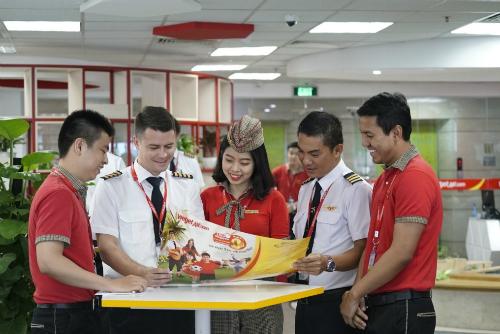 Các phi công và tiếp viên Vietjet cũng hào hứng đón chờ World Cup trước giờ làm nhiệm vụ phục vụ hành khách