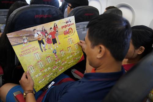 Từ nay đến 31/7, Vietjet cũng tặng hành khách chuỗi ưu đãi lớn nhất trong năm - Đá phải say - Hè phải bay - với hàng triệu vé tiết kiệm từ 0 đồng vào khung giờ vàng 12h-14h tạiwebsite.