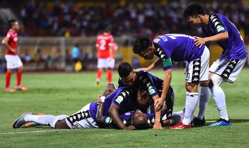 Hà Nội bất bại giai đoạn lượt đi V-League 2018. Ảnh: Giang Huy