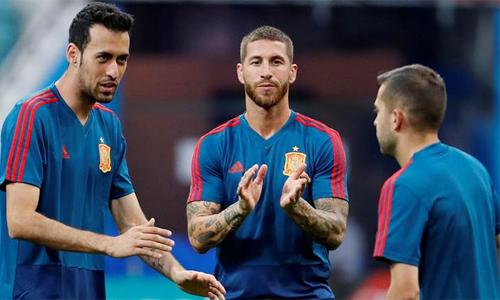 Ramos đã quá quen với những thời khắc sinh tử, những trận cầu cân não, và anh hoàn toàn bình thản dù Tây Ban Nha đang giữa tâm bão của vụ thay đổi HLV ngay trước thềm World Cup. Ảnh: Reuters.
