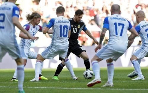 Iceland thành công trong việc phong toả Messi, thủ lĩnh của tuyển Argentina.