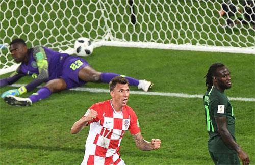 Mandzukic vẫn chơi rất hiệu quả trong màu áo Croatia. Ảnh: Reuters