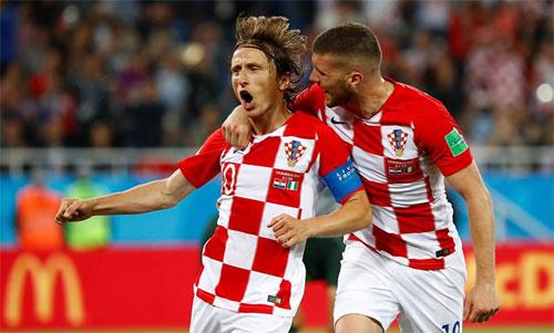 Croatia giành lợi thế trên đường vào vòng 1/8.