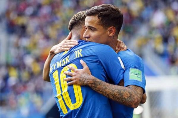 Coutinho và Neymar giúp Brazil giành trọn ba điểm. Ảnh: AFP.