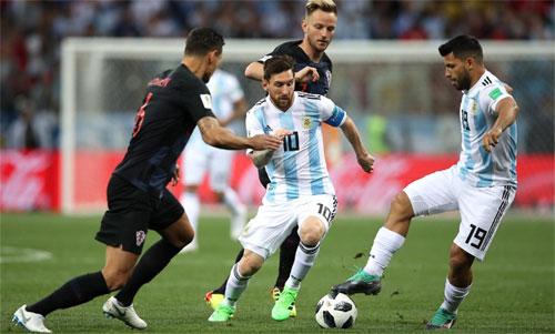 messi-cham-bong-it-thu-hai-trong-hiep-mot-tran-argentina-croatia
