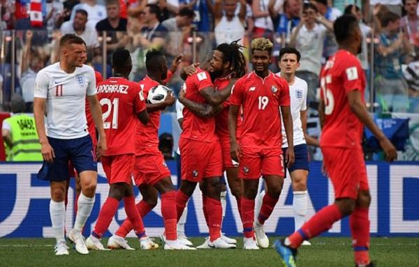 Các cầu thủ Panama vui mừng sau khi ghi bàn thắng đầu tiên tại World Cup. Ảnh: Reuters.