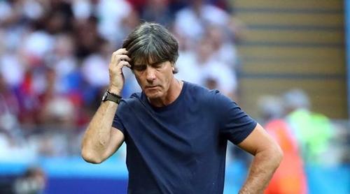 Joachim Low sẽ phải nghĩ cách tái thiết đội tuyển Đức. Ảnh: Reuters.