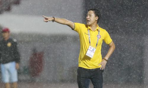 HLV Nguyễn Thành Công tỏ ra mát tay khi lần đầu làm HLV trưởng Sài Gòn FC đã giúp đội nhà giành trọn ba điểm. Ảnh: Đức Đồng.