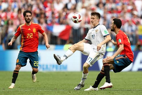 Aleksandr Golovin cùng các đồng đội gây sốc khi hạ Tây Ban Nha ở vòng 1/8.