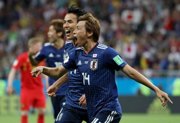 Nhật Bản dẫn hai bàn chóng vánh đầu hiệp hai. Ảnh: EPA, Reuters.