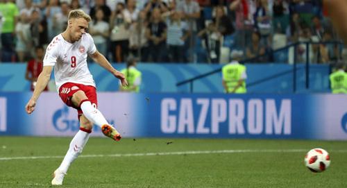 Jorgensen đá hỏng trong loạt luân lưu, khiến Đan Mạch thua Croatia ở vòng 1/8.