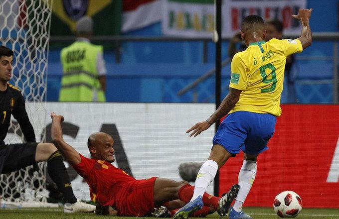 Neymar quỳ gối trong ngày Bỉ gieo ác mộng cho Brazil