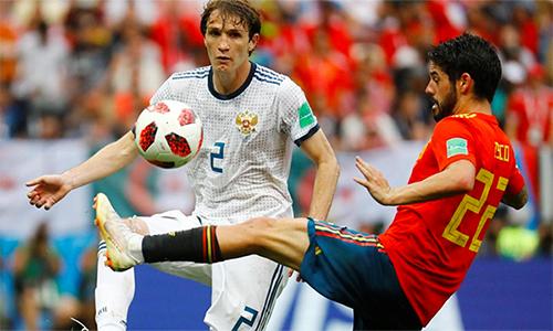 Fernandes (áo trắng)là cầu thủ quan trọng bậc nhất củatuyển Nga trên con đường vào tứ kết World Cup 2018.