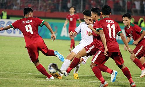 Không tận dụng được các cơ hội trước U19 Indonesia, U19 Việt Nam bại trận và mất quyền tự quyết định số phận ở lượt cuối bảng A. Ảnh: Đoàn Huynh.