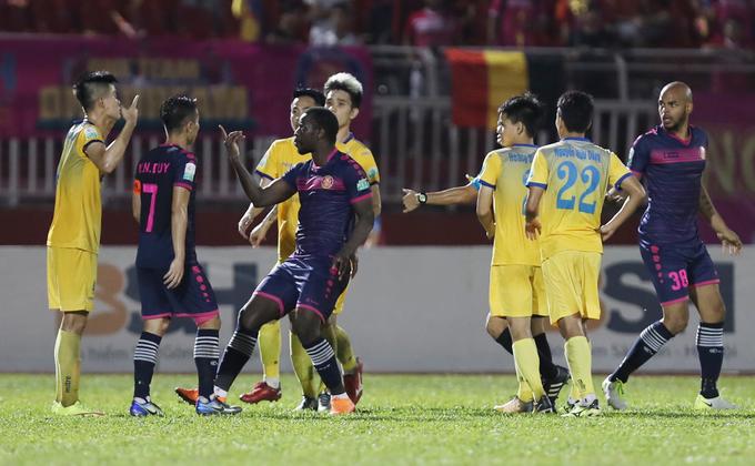 Thanh Hoá hạ Sài Gòn trong trận đấu thừa bạo lực