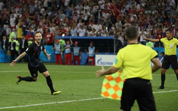 Rakitic cho thấy bản lĩnh thép khi thực hiện quả luân lưu quyết định ở trận thứ hai liên tiếp. Ảnh:FIFA.
