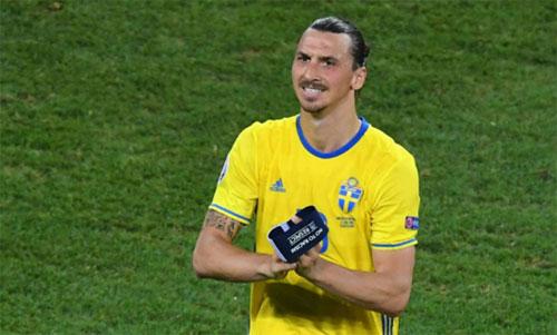 Ibrahimovic từng có nhiều năm chơi cho tuyển Thụy Điển. Ảnh: Reuters