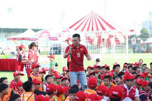 Tuấn Hưng, Tú Dưa hội ngộ trong sự kiện bóng đá thiếu niên ở Hà Nội - 1