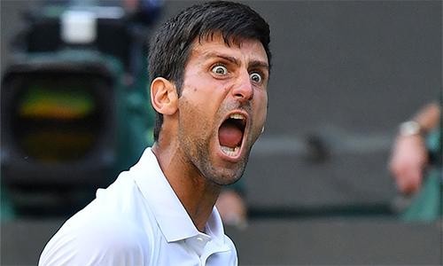 Djokovic kịp đã đi vào hoạt động trận đấu vòng bốn trước khi trời tối. Ảnh: Reuters.