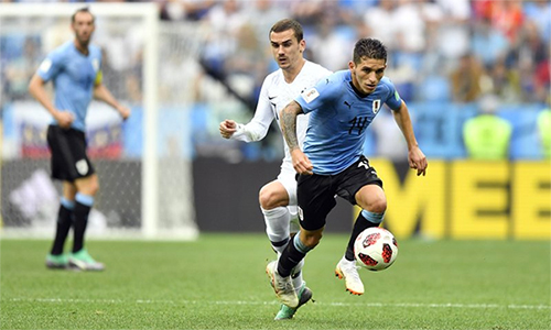Torreira (số 14) đóng vai trò quan trọng trong hành trình đi tới tứ kết của tuyển Uruguay ở World Cup năm nay. Ảnh: AP.