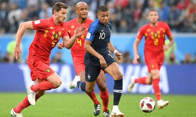 Mbappe thích rê bóng qua người và được ví như một Ronaldo (Brazil) mới. Ảnh: Reuters