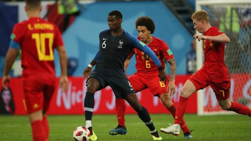 Pogba tả xung hữu đột giữa vòng vây cầu thủ Bỉ. Ảnh: FIFA.