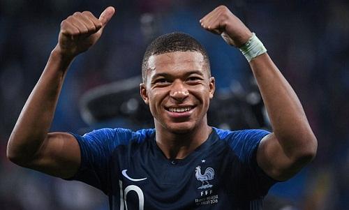 Mbappe hả hê vì những người dọa nạt anh phải chịu nỗi buồn thua trận. Ảnh: Icon Sport.