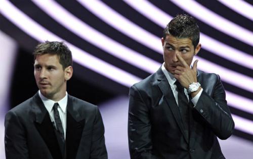 Câu hỏi người nào hay hơn giữa Messi và Ronaldo vẫn chưa có hồi kết. Ảnh: Reuters.