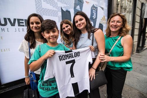 Ronaldo ra mắt Juventus một ngày sau chung kết World Cup 2018 - ảnh 2