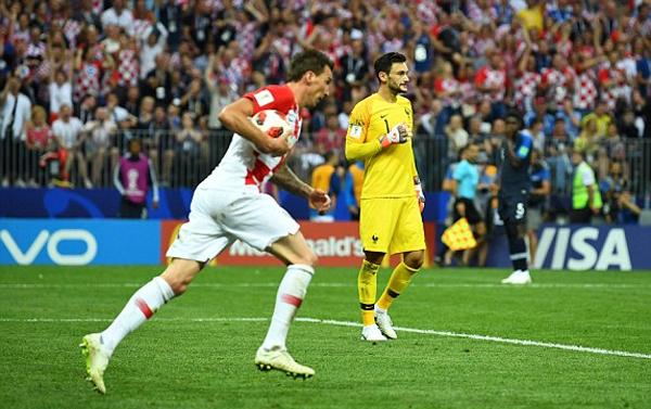 Croatia không thể đi nốt con đường lịch sử, nhưng hoàn toàn có thể ngẩng cao đầu rời giải. Ảnh: AP.