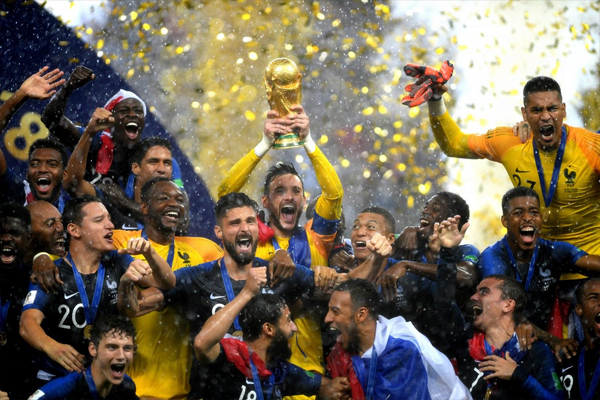 Sau 20 năm, Pháp một lần nữa lên ngôi vô địch với một thế hệ cầu thủ trẻ trung, đa sắc tộc và tài năng. Ảnh: AP.