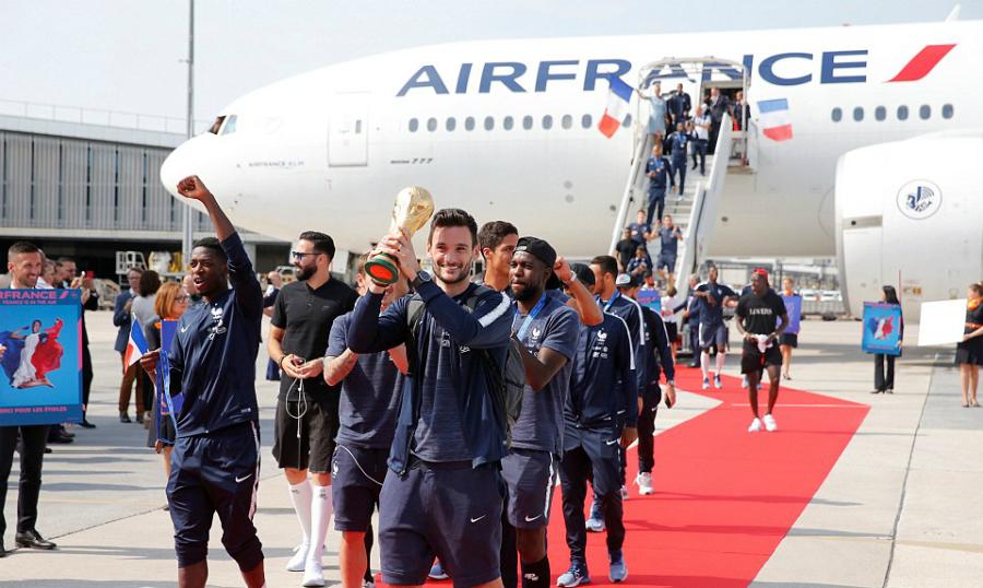 人民狂热欢迎法国球队归来