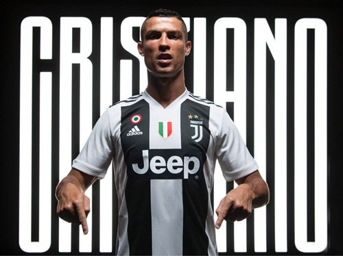 Hình ảnh Ronaldo ra mắt Juventus. Ảnh: Juventus FC.